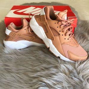 Women's Air Huarache Run Sneakers